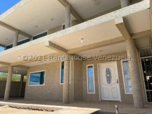 Townhouse En Ventaen Punto Fijo, Puerta Maraven, Venezuela, VE RAH: 21-24713