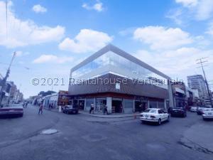 Local Comercial En Ventaen Maracay, Zona Centro, Venezuela, VE RAH: 21-24882