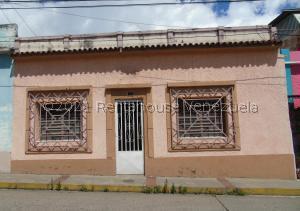 Casa En Ventaen Merida, Avenida 8, Venezuela, VE RAH: 21-24896
