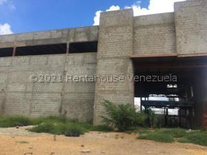 Edificio En Ventaen Punto Fijo, Santa Irene, Venezuela, VE RAH: 21-24790