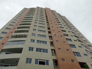Apartamento En Ventaen Valencia, Valles De Camoruco, Venezuela, VE RAH: 21-24920