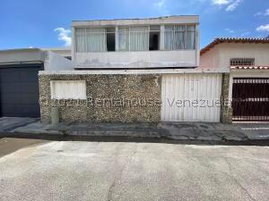 Casa En Ventaen Caracas, Santa Eduvigis, Venezuela, VE RAH: 21-25020