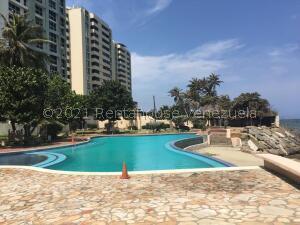 Apartamento En Ventaen Catia La Mar, Playa Grande, Venezuela, VE RAH: 21-25028