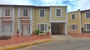 Townhouse En Ventaen Maracaibo, Fuerzas Armadas, Venezuela, VE RAH: 21-25064