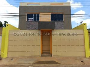 Casa En Ventaen Coro, Sector La Floresta, Venezuela, VE RAH: 21-4904