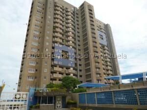 Apartamento En Ventaen Catia La Mar, Playa Grande, Venezuela, VE RAH: 21-25092