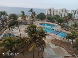 Apartamento En Ventaen Catia La Mar, Playa Grande, Venezuela, VE RAH: 21-25094