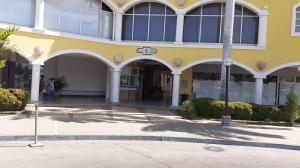 Local Comercial En Alquileren Lecheria, Complejo Turistico El Morro, Venezuela, VE RAH: 21-25096