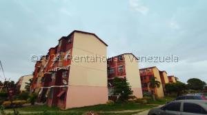 Apartamento En Ventaen Maracay, 13 De Enero, Venezuela, VE RAH: 21-25190