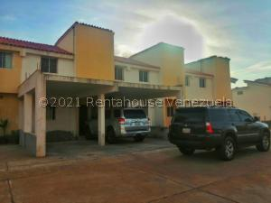 Townhouse En Ventaen Maracaibo, Via Aeropuerto, Venezuela, VE RAH: 21-25232