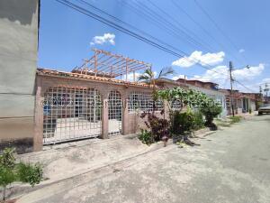 Casa En Ventaen Turmero, La Mantuana, Venezuela, VE RAH: 21-25247