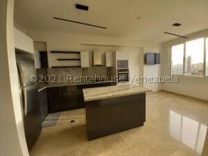 Apartamento En Ventaen Maracaibo, Las Delicias, Venezuela, VE RAH: 21-7806