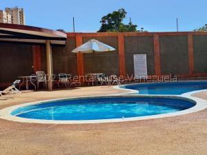 Apartamento En Alquileren Maracaibo, Avenida El Milagro, Venezuela, VE RAH: 21-25361