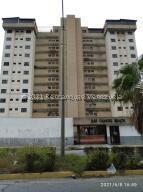 Apartamento En Ventaen Parroquia Caraballeda, Camuri Chico, Venezuela, VE RAH: 21-26847