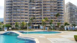 Apartamento En Ventaen Catia La Mar, Playa Grande, Venezuela, VE RAH: 21-25458