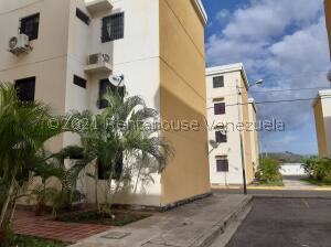Apartamento En Ventaen Turmero, Conjunto Residencial Las Carolinas Ii, Venezuela, VE RAH: 21-25470