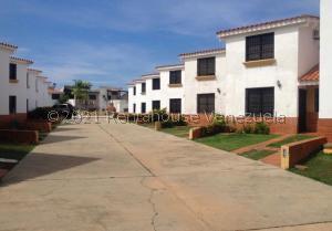 Townhouse En Ventaen Chichiriviche, Flamingo, Venezuela, VE RAH: 21-25526
