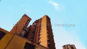 Apartamento En Ventaen Maracay, Zona Centro, Venezuela, VE RAH: 21-25542