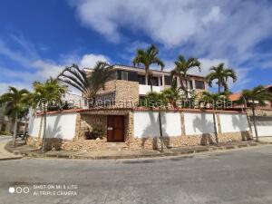 Casa En Ventaen Caracas, Los Samanes, Venezuela, VE RAH: 21-25553