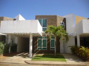 Townhouse En Ventaen Margarita, Los Robles, Venezuela, VE RAH: 21-25665