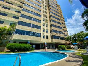 Apartamento En Ventaen Parroquia Caraballeda, Camuri Chico, Venezuela, VE RAH: 21-25684