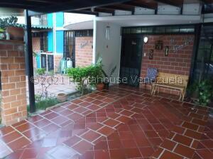 Townhouse En Ventaen Guarenas, Nueva Casarapa, Venezuela, VE RAH: 21-25892