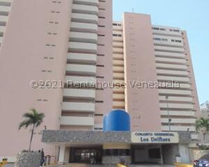 Apartamento En Ventaen Catia La Mar, Playa Grande, Venezuela, VE RAH: 21-25803