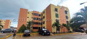 Apartamento En Ventaen Maracay, Narayola Dos, Venezuela, VE RAH: 21-25882