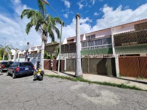 Townhouse En Ventaen Parroquia Caraballeda, Palmar Este, Venezuela, VE RAH: 21-25933
