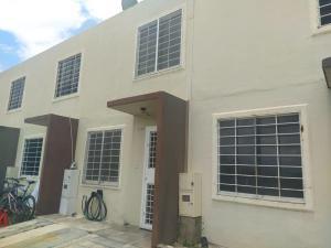Casa En Alquileren Barquisimeto, Terrazas De La Ensenada, Venezuela, VE RAH: 21-26038