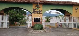 Casa En Ventaen Guatire, Country Club Buena Ventura, Venezuela, VE RAH: 21-26415