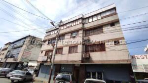 Edificio En Ventaen Maracay, Zona Centro, Venezuela, VE RAH: 21-26509