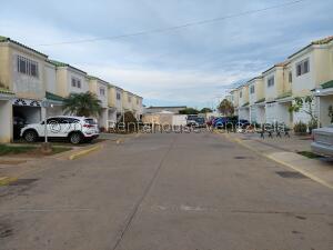 Townhouse En Ventaen Cabimas, Calle Chile, Venezuela, VE RAH: 21-26560