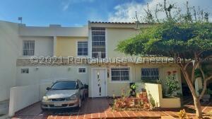 Townhouse En Ventaen Maracaibo, Avenida Milagro Norte, Venezuela, VE RAH: 21-26572
