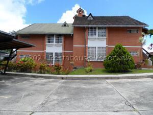 Townhouse En Ventaen Carrizal, Municipio Carrizal, Venezuela, VE RAH: 21-26669
