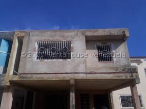 Townhouse En Ventaen Ciudad Ojeda, Rio Blanco, Venezuela, VE RAH: 21-26619