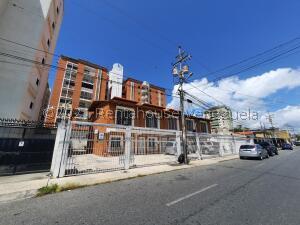 Townhouse En Alquileren Barquisimeto, Zona Este, Venezuela, VE RAH: 21-26779