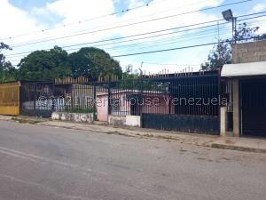 Casa En Ventaen Barquisimeto, Parroquia Santa Rosa, Venezuela, VE RAH: 21-26785