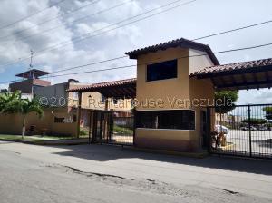 Townhouse En Ventaen Valencia, Flor Amarillo, Venezuela, VE RAH: 21-26818