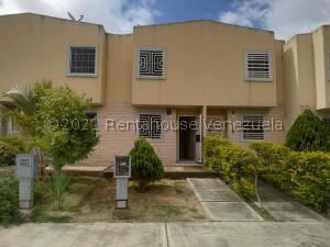 Townhouse En Ventaen Valencia, Parque Valencia, Venezuela, VE RAH: 21-26884
