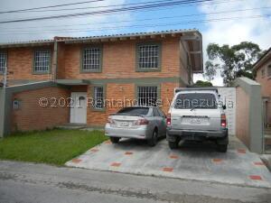 Casa En Ventaen San Antonio De Los Altos, Club De Campo, Venezuela, VE RAH: 21-26874
