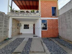 Casa En Ventaen Cabudare, Parroquia José Gregorio, Venezuela, VE RAH: 21-26878