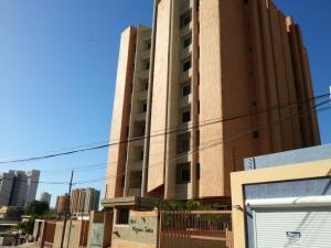 Apartamento En Alquileren Maracaibo, La Lago, Venezuela, VE RAH: 21-27284
