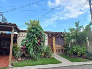 Casa En Ventaen Barquisimeto, Parroquia Santa Rosa, Venezuela, VE RAH: 21-12708
