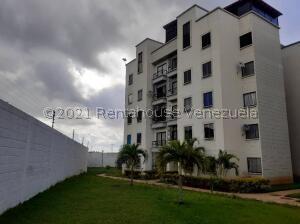 Apartamento En Ventaen Valencia, El Portal De San Luis, Venezuela, VE RAH: 21-27058