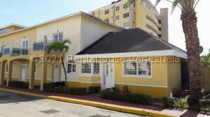 Townhouse En Ventaen Margarita, Avenida Bolivar, Venezuela, VE RAH: 21-27122