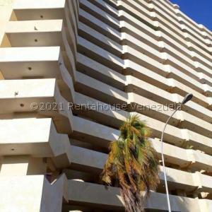 Apartamento En Ventaen Maracaibo, Avenida El Milagro, Venezuela, VE RAH: 21-27245