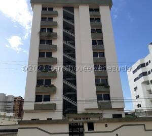 Apartamento En Ventaen Lecheria, Av Bolivar, Venezuela, VE RAH: 21-27072