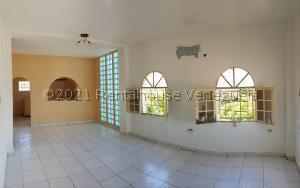 Apartamento En Ventaen Coro, Sector San Bosco, Venezuela, VE RAH: 21-27095