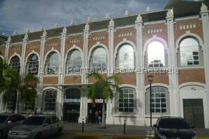 Local Comercial En Alquileren Maracay, Zona Centro, Venezuela, VE RAH: 21-27102